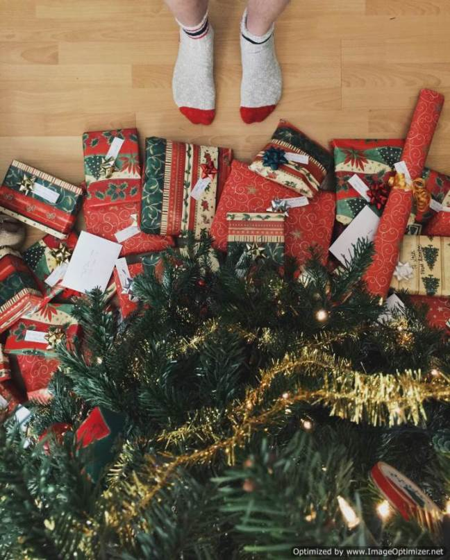 Foto regalos de Navidad por Andrew Neel